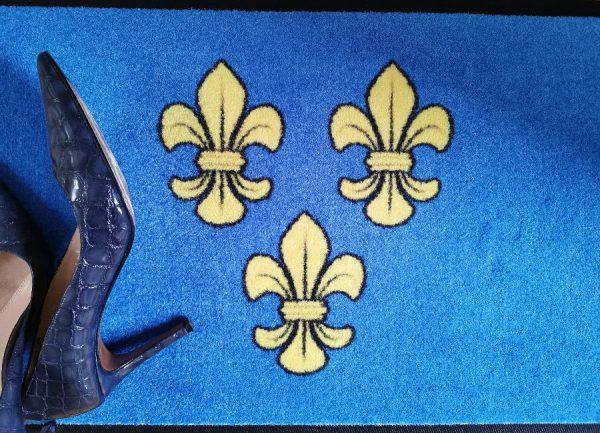Wiesbaden Fußmatte Lilie gelb auf blau