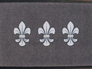 Wiesbaden Fußmatte grau mit 3 Lilien nebeneinander