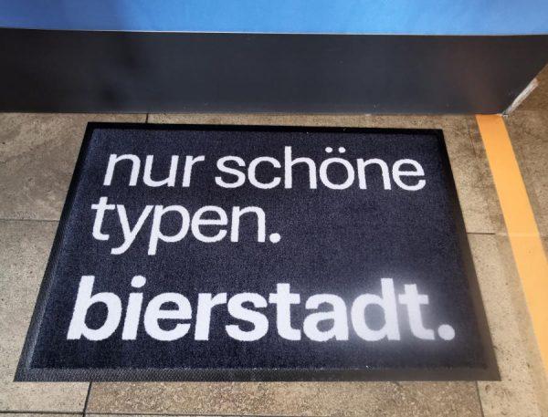 Bierstadt Doormat in Grau mit der BIERSTADT Typo für alle Typografie Begeisterten oder Wiesbadenlover